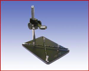 Regulowany statyw z uchwytem do płyt PCB