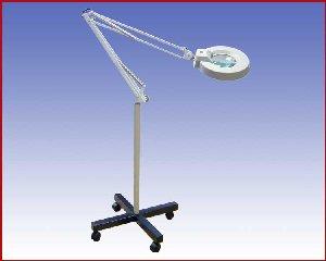 Lupa lampa na podstawie z kółkami, x5D